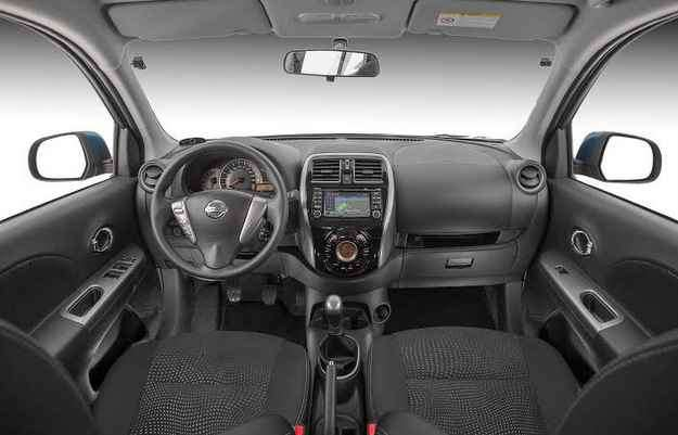No interior se destacam câmera de ré e o navegador integrados às redes sociais - Marcos Camargo/Nissan/Divulgação