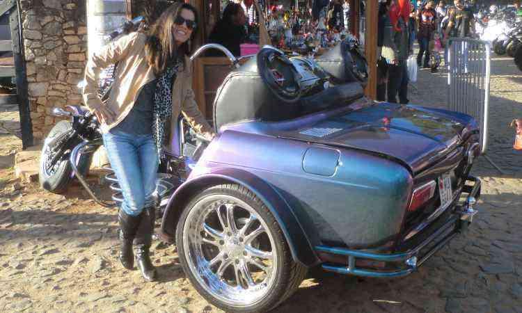 A mistura de automóvel e moto despertou a curiosidade dos visitantes - Téo Mascarenhas/EM/D.A Press