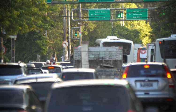 São 250 mil veículos a mais circulando nas ruas do Recife - Helder Tavares/DP/D.A Press