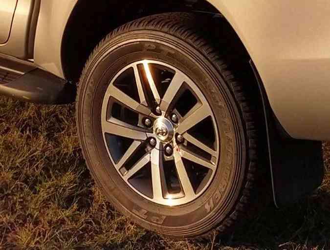 Versão SRV agora tem rodas de 18 polegadas(foto: Pedro Cerqueira/EM/D.A Press)