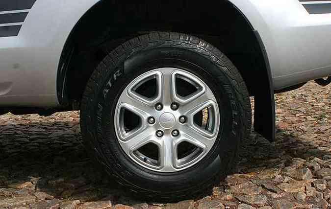 Rodas de 17 polegadas têm desenho esportivo e calçam pneus de uso misto(foto: Paulo Henrique Vivas/Esp.EM/D.A Press )