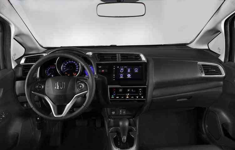 Dirigir está mais agradável e confortável: o carro tem quase todos os itens tecnológicos que auxiliam o condutor - Honda / Divulgação