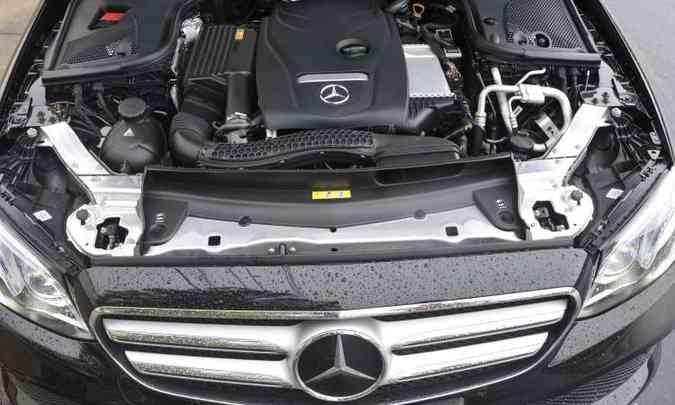Motor 2.0 com turbocompressor garante bom desempenho ao sedã(foto: Juarez Rodrigues/EM/D.A Press)