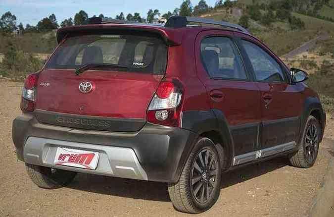 Molduras pretas deixam o carro com aspecto mais robusto (foto: Thiago Ventura/EM/D.A Press)