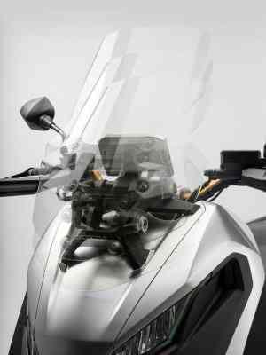A posição de pilotagem é mais vertical e o para-brisa regulável - Honda/Divulgação