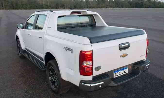 Na traseira, discretas modificações, com destaque para tampa da caçamba com amortecedor(foto: Chevrolet/Divulgação)
