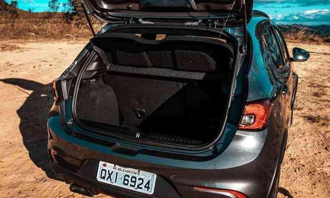 Porta-malas tem volume de 300 litros, espaço adequado para um compacto(foto: Jorge Lopes/EM/D.A Press)