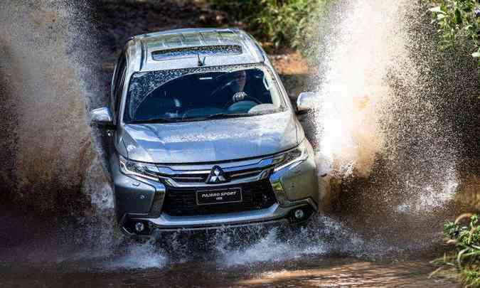 Com o auxílio da eletrônica e sistema 4x4, o Pajero Sport enfrenta o off road com muita facilidade(foto: Mitsubishi/Divulgação)
