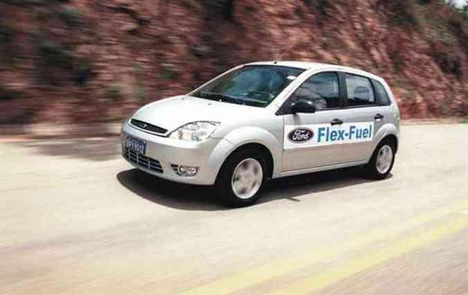 A Ford foi a primeira a apresentar o sistema flex no Fiesta, porém demorou a lançá-lo no mercado(foto: Ford/Divulgação)