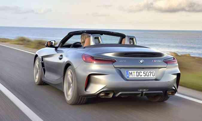 O defletor de ar e as saídas do escapamento nas extremidades dão um toque de esportividade(foto: BMW/Divulgação)