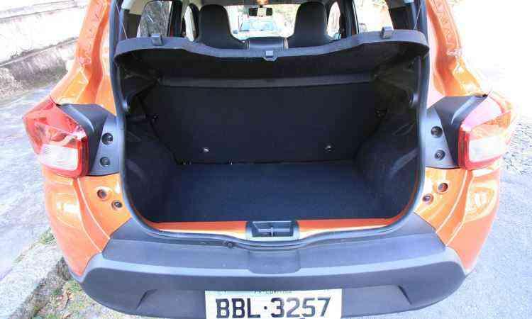 Porta-malas tem volume de 290 litros -  Edésio Ferreira/EM/D.A Press