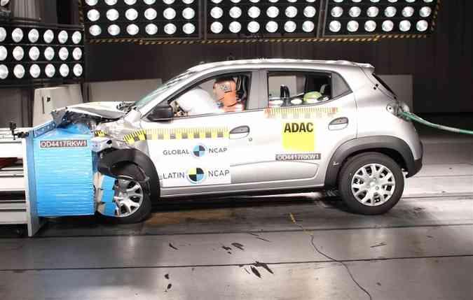Equipado com 4 airbags, o Kwid conseguiu alcançar 3 estrelas para adultos e crianças(foto: Latin NCAP/Divulgação))