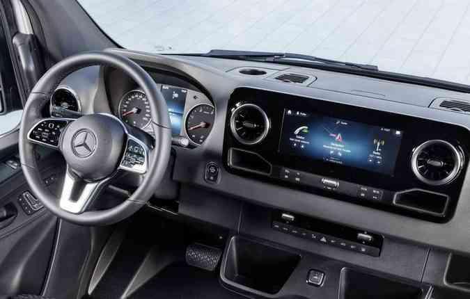 Principal novidade da van é a nova central multimídia, com mais tecnologia. Foto: Mercedes-Benz / Divulgação