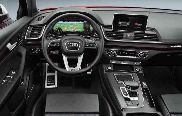Na lista de ítens de série estão a central multimídia com navegabilidade, camera de ré e antiofuscante - Audi / Divulgação