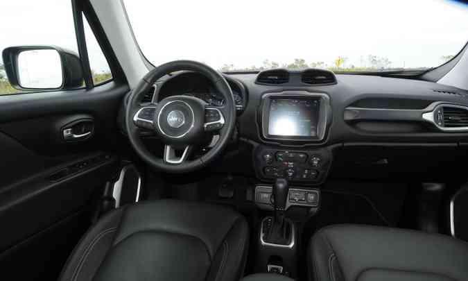 Principal novidade no interior é a tela de 8,4 polegadas do sistema multimídia Uconnect(foto: Beto Novaes/EM/D.A Press)