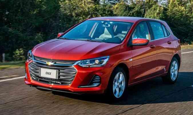 No novo Chevrolet Onix Premier os faróis contam com projetores e luzes diurnas de LED (foto: Chevrolet/Divulgação)