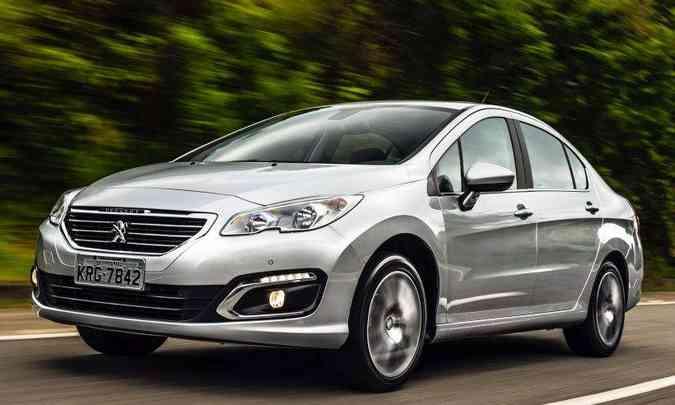 Já o sedã médio Peugeot 408 registrou 739 emplacamentos no último ano(foto: Peugeot/Divulgação)