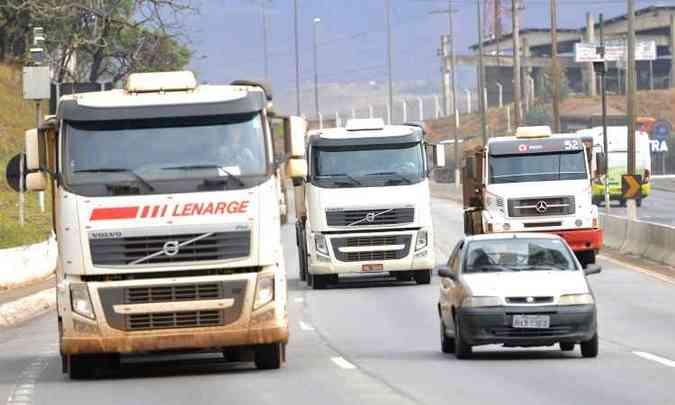 Motoristas profissionais tem dificuldades para renovar CNH desde a entrada em vigor da nova lei(foto: Juarez Rodrigues/EM/D.A Press)