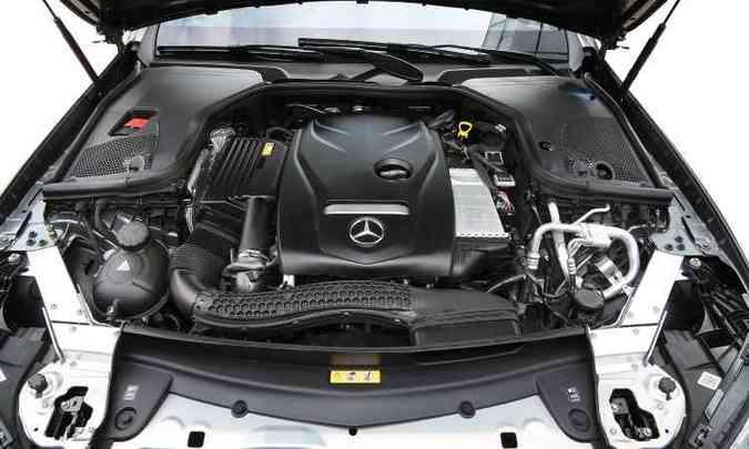 Motor 2.0 turbo entrega os 35,71kgfm de torque máximo a apenas 1.200rpm(foto: Mercedes-Benz/Divulgação)