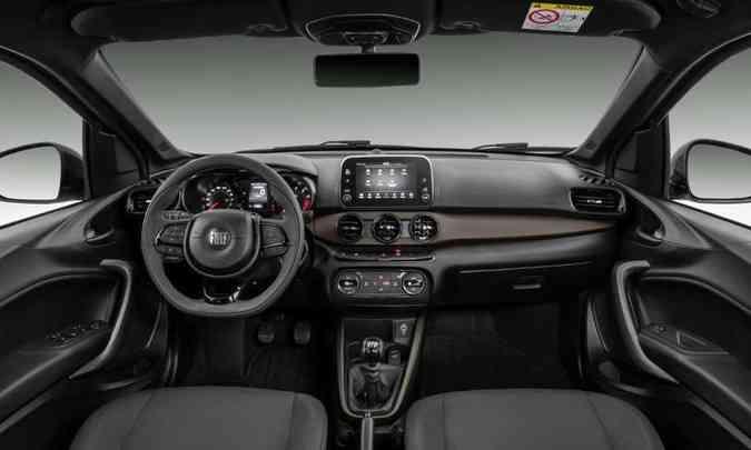 O painel e o console central também trazem detalhes na cor bronze(foto: Fiat/Divulgação)