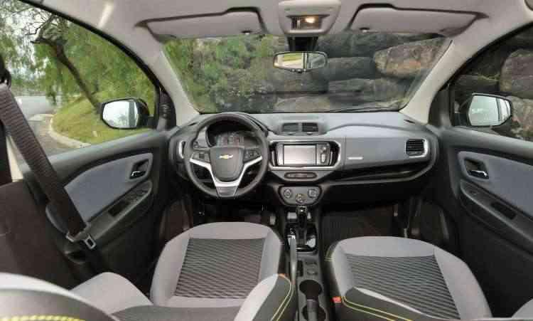 Interior ganhou novo painel, com material imitando fibra de carbono e plástico duro - Beto Novaes/EM/D.A Press
