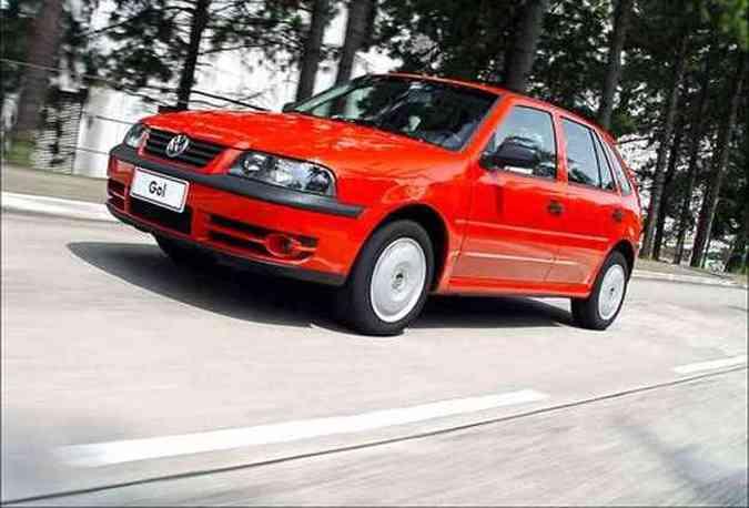 O pioneiro a ser vendido com o motor que aceita etanol, gasolina e a mistura de ambos foi o VW Gol(foto: Volkswagem/Divulgação)