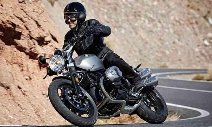 NineT Scrambler tem escape alto de dupla ponteira(foto: BMW/Divulgação)