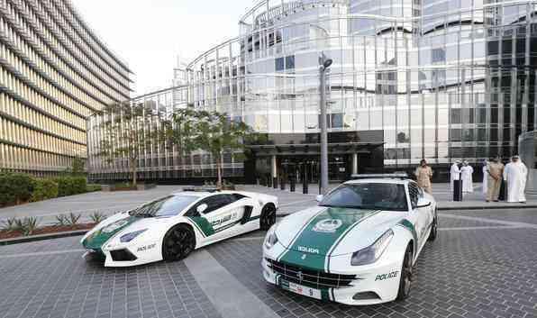 Polícia de Dubai recebe reforço de Ferrari e Lamborghini