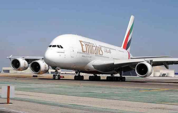 Airbus é o maior avião de passageiros do mundo. Na configuração da Emirates, até 517 pessoas (foto: AFP PHOTO/Robyn BECK)