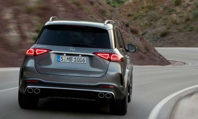 A versão preparada pela divisão esportiva AMG tem saídas duplas de escape(foto: Mercedes-Benz/Divulgação)