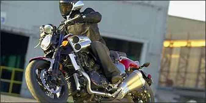 A nova V-Max tem vocação para arrancadas ao estilo dragster(foto: Yamaha/Divulgação)