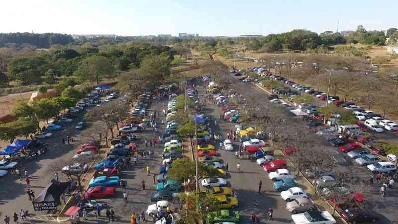 Imagem aérea do Encontro de Veículos Antigos do Parque da Cidade - Clayton Sousa