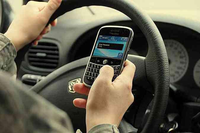 Se dirigir, não se distraia(foto: EM/D.A Press)