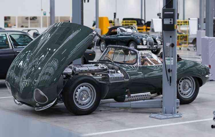 Espaço também conta com oficina especializada em carros tradicionais - Jaguar Land Rover / Divulgação