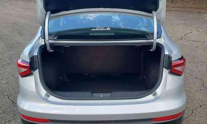 Porta-malas é um dos maiores do segmento, com 525 litros de capacidade(foto: Adriano Sant'Ana/EM/D.A Press)