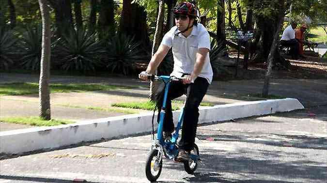 Para ajudar nas pedaladas, motor elétrico move a roda dianteira(foto: Marlos Ney Vidal/EM/D.A PRESS)