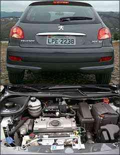 Traseira é praticamente a mesma do 206. Motor flex proporciona bom desempenho acima de 2.000 rpm -