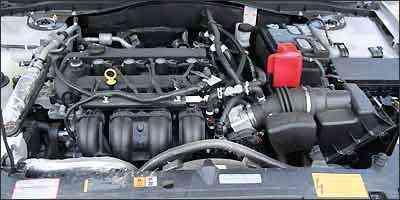 Duas opções de motor: 2.5 - 173 cv -  e 3.0 V6 - 243 cv -