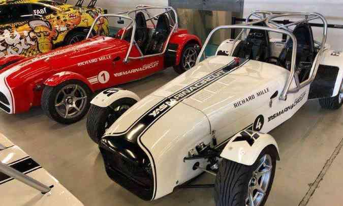 Os clássicos Caterham Seven estão entre os modelos de destaque no circuito(foto: Yas Marina Circuit Ninthdegree Dubai/Divulgação)