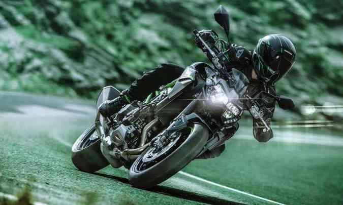 A eletrônica da nova Kawasaki Z 900 permite modular potência e controle de tração(foto: Kawasaki/Divulgação)