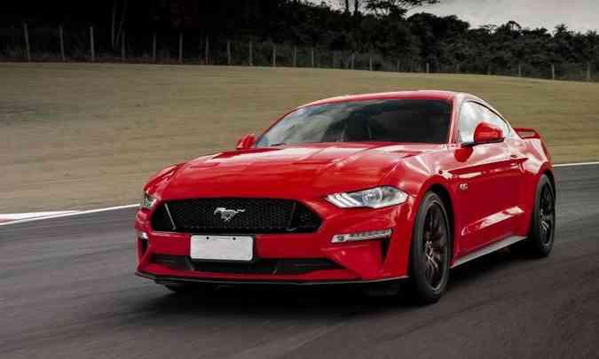 O Mustang vem para o Brasil apenas com carroceria fastback, com design inspirado no modelo original(foto: Pedro Bicudo/Ford/Divulgação)