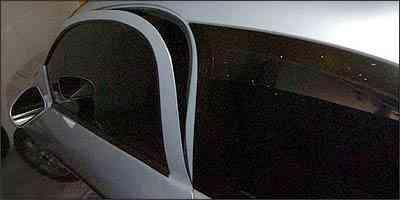 Dependendo do estrago, a porta empenada pelo ladrão pode ser trocada por uma nova - Marcelo Santanna/EM - 10/12/05
