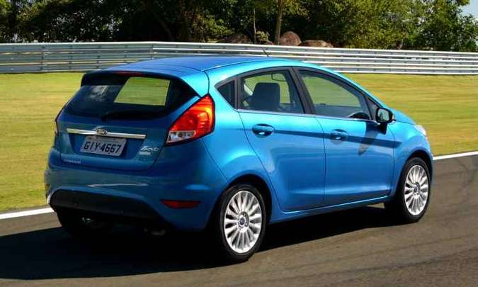 Também vendida com motor 1.6 (R$ 70.690), Titanium Plus vem com faróis cromados e rodas de liga aro 16(foto: Ford/Divulgação)
