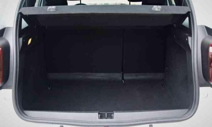 Com 475 litros de capacidade, o porta-malas tem espaço suficiente para acomodar a bagagem da família(foto: Adriano Sant%u2019Ana/EM/D.A Press)