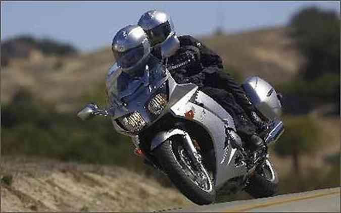 Desde 2006 a moto conta com um sistema de câmbio e embreagem automatizados