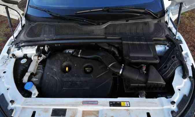 Motor 2.0 turbo de 240cv proporciona desempenho muito bom ao crossover(foto: Ramon Lisboa/EM/D.A Press)