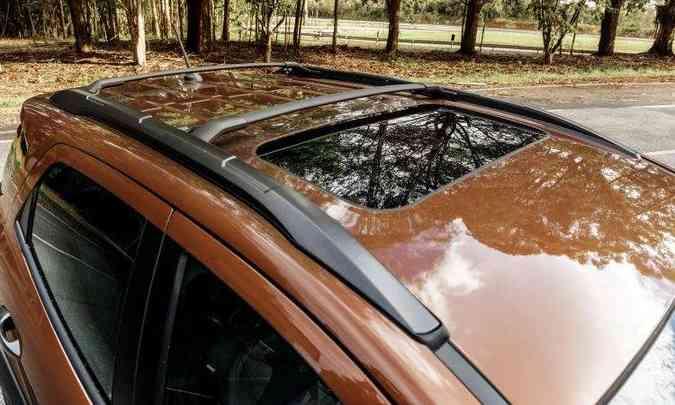 Teto solar tem abertura pequena(foto: Ford/Divulgação)