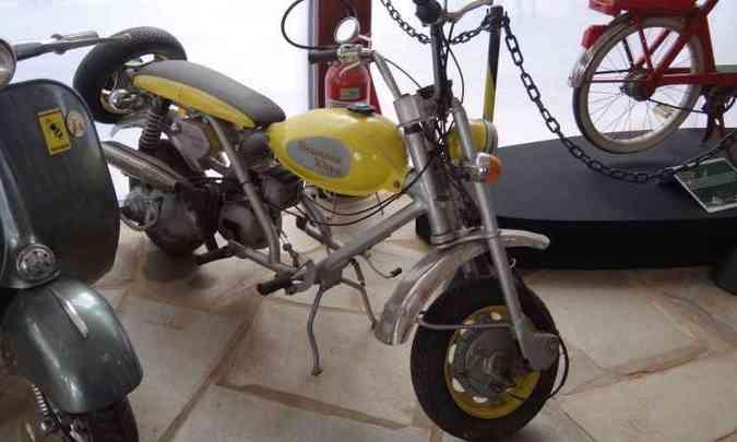 Fabricada em São Paulo pela Brumana Pugliese, a Xispa 175, de 1973, era um misto de moto e Lambretta(foto: Téo Mascarenhas/EM/D.A Press)