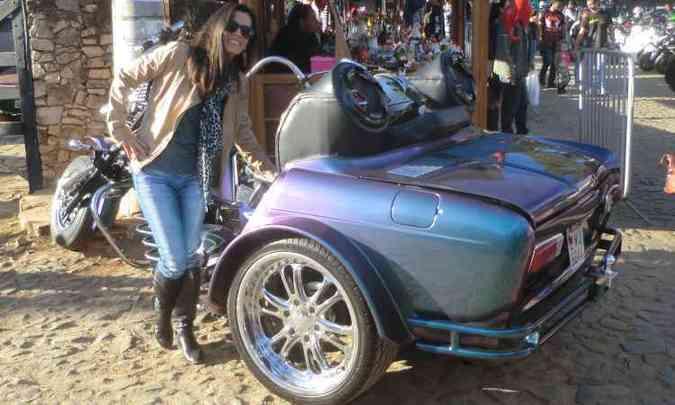 A mistura de automóvel e moto despertou a curiosidade dos visitantes(foto: Téo Mascarenhas/EM/D.A Press)