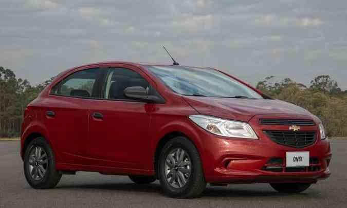 O Chevrolet Onix 1.0 Joy, com a carroceria antiga, é vendido por R$ 43.290(foto: General Motors/Divulgação)